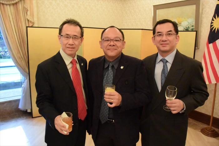 蘋果人也到场!左起:Bernard Woo,C. C. Sow,以及Raymond Lee。