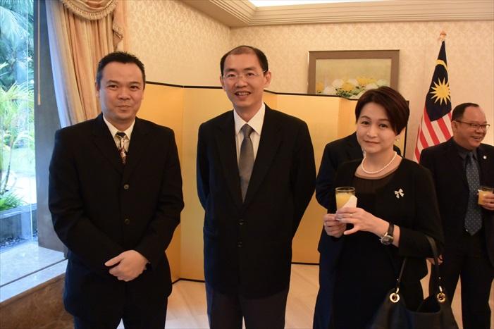 左起:Dato' Wong,Boo Kuang Loon,Zoe Tan。