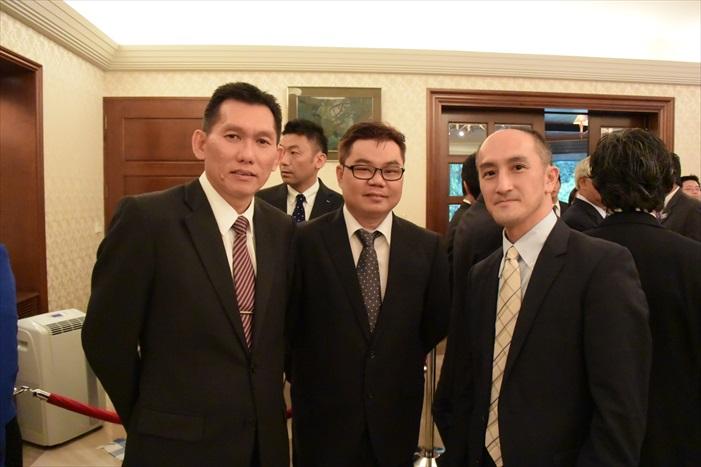 左起:Tan Kim Ling,Saw Soo Meng,大使馆官员。