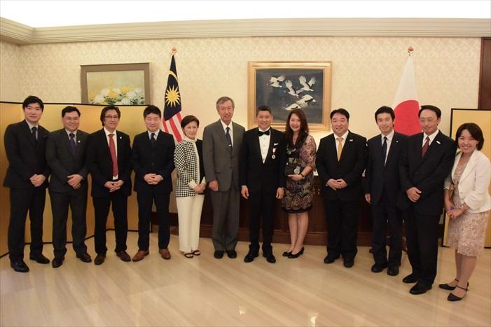 日本国家旅游局驻马执行董事真锅 英树(右四)也来到现场。