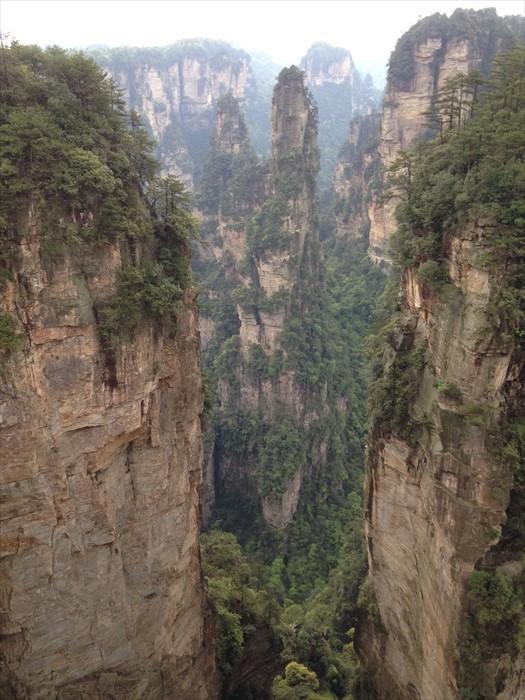 无论是国内外游客,都蜂拥至此一睹魔幻美景。