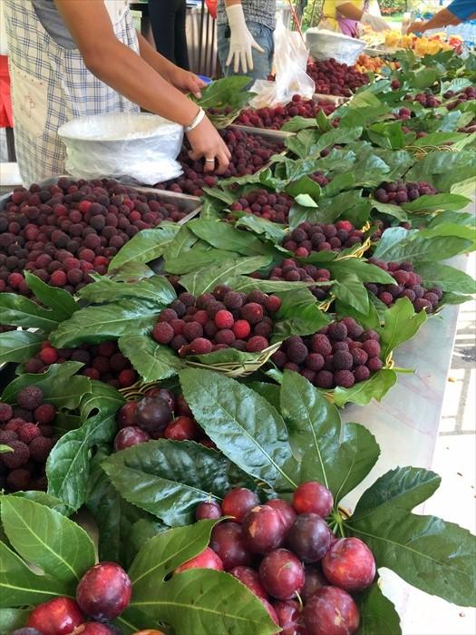 夏季是这里的水果产季,整个行程中,你都有机会选择购买你想一尝的当季水果。