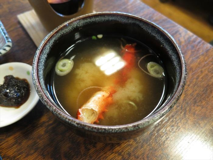 加了蟹脚的味噌汤更加鲜甜。