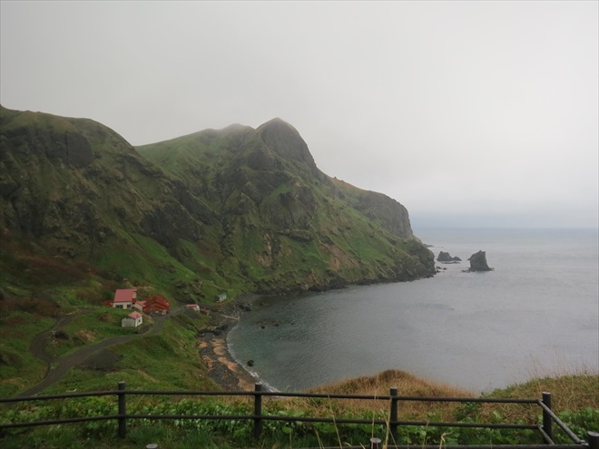 礼文岛元地猫岩石与桃岩;地势与景观是它的重点。