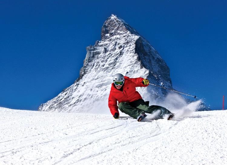 在马特宏峰前帅气的滑雪模样,实在难得。