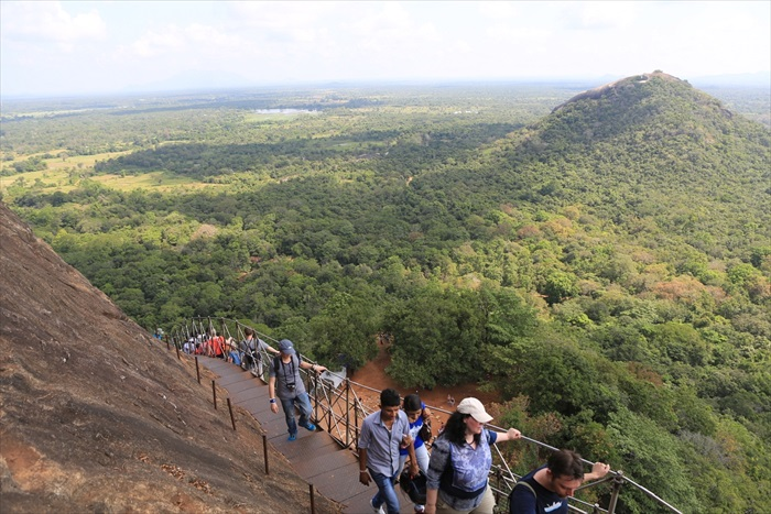攀登过程中,可将斯里兰卡东北平原美景尽收眼帘。