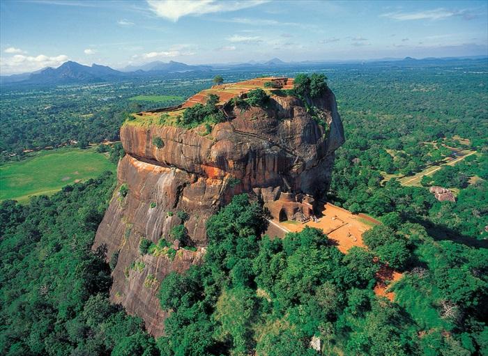 另一个角度看狮子岩。