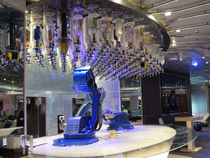 Bionic Bar 的酒保机器人