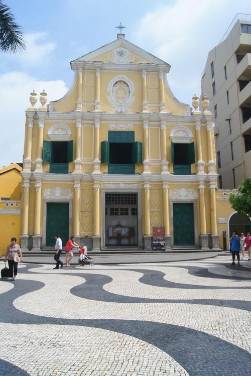 板樟堂前地的玫瑰教堂。