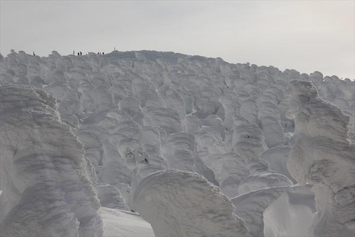 透过各种自然条件相互配合,雪怪才能诞生。