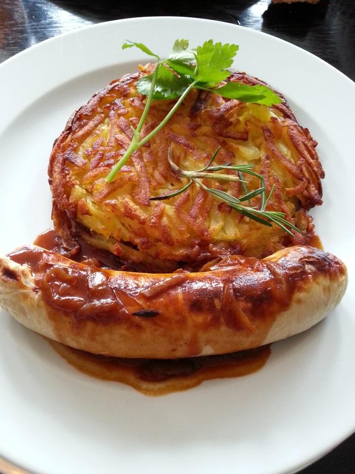 在瑞士的第一餐就吃到传统的Rosti,是马铃薯煎饼,相当脆口。