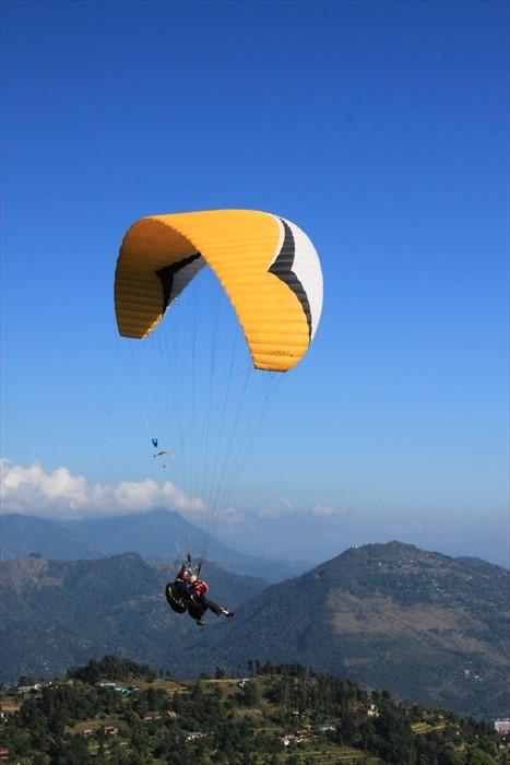 在博卡拉若想玩点刺激的,非滑翔伞莫属。