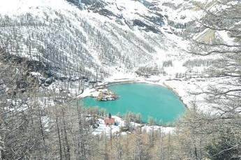 瑞士没有海,以湖为海,大小湖泊宛如翠玉,襄嵌在山林间。