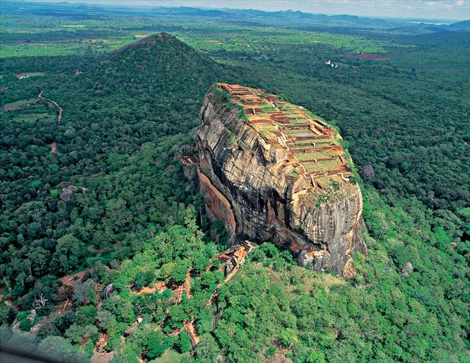 鸟瞰狮子岩,看起来就是壮观。