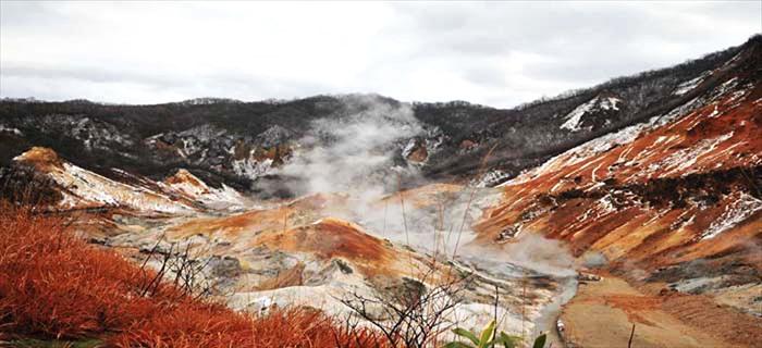 地狱谷,站在特殊地质的立场上来欣赏,确实有一种超现实的美呀!