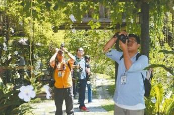 台湾休闲农业发展协会邀请马来西亚18家媒体摄影记者来台参加摄影比赛,增加国际曝光度。记者林缙明/摄影