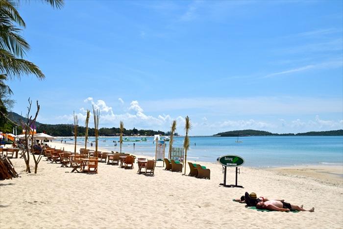 Cha Weng海滩,一个长达7公里的新月形海滩,是苏眉岛最着名、最热闹、最长的海滩。