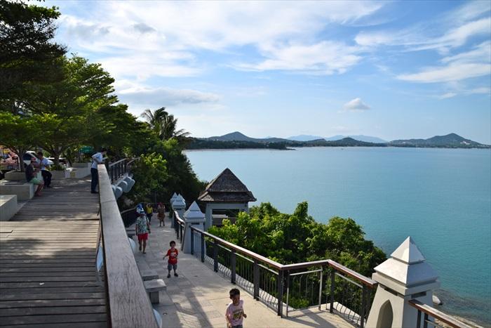 沿着苏眉岛的海岸线驾驶,沿途供游客观景的瞭望台。