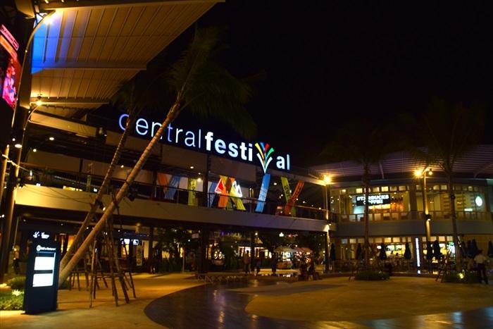 新开不久的Central Festival购物广场,半露天的建筑设计,优雅、新颖。