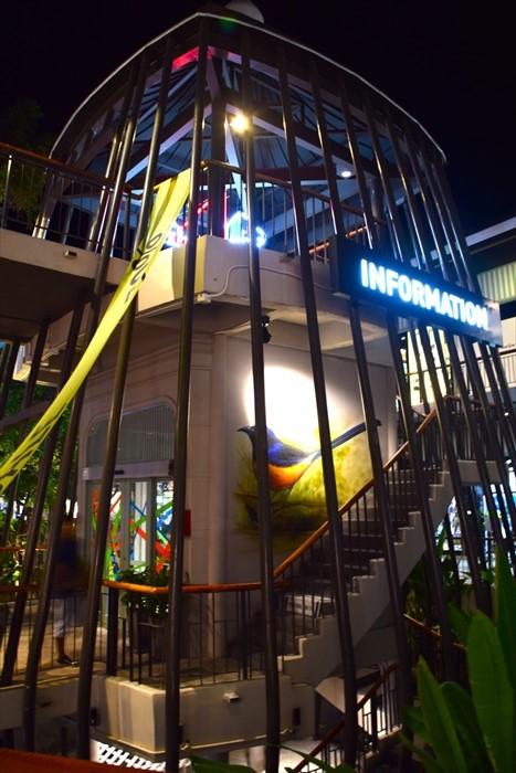 Central Festival咨询中心,鸟笼结构的设计,非常特别。