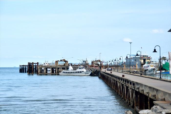 连接Surat Thani及各苏眉岛邻近岛屿的Na Thon码头。