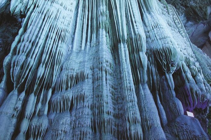 银子岩在灯光照射下格外夺目璀璨,难怪是中国最美的喀斯特景观。