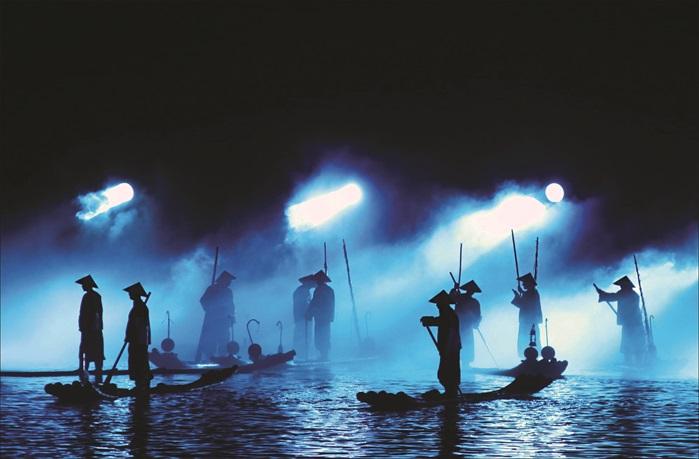 《印象刘三姐》的磅礴气势,水上烟雾弥漫的氛围,令人陶醉其中。