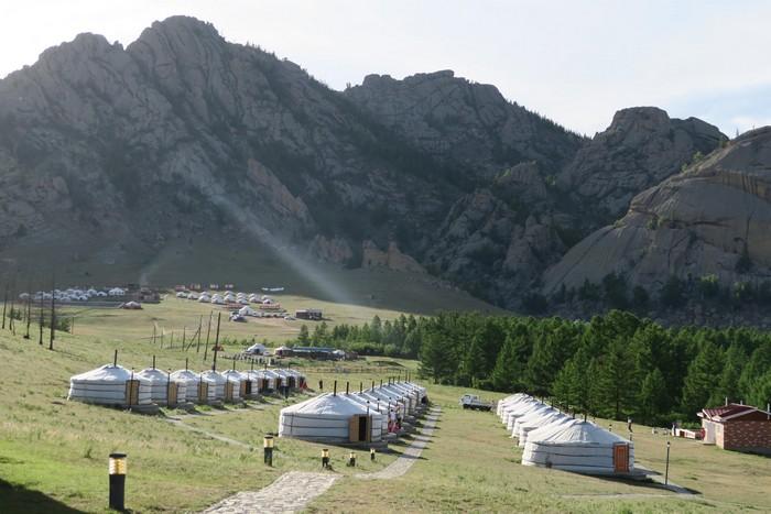 """在国家公园内的蒙古包""""度假屋"""",超过200家。"""