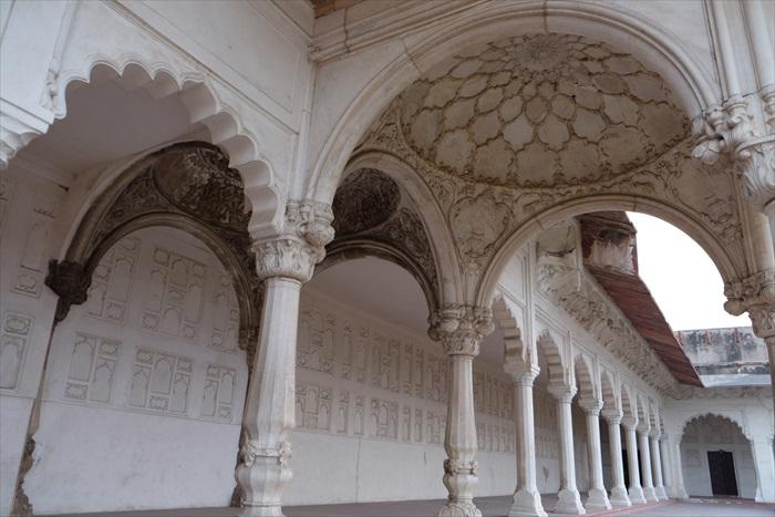 红堡内的装潢风格,似乎融汇了不少西方元素。