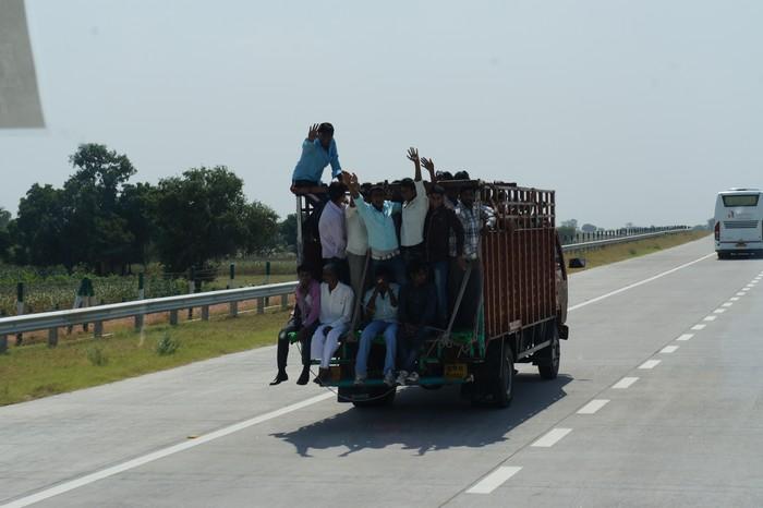 百闻不如一见的印度交通情况。
