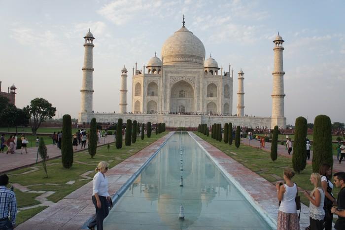 印度泰姬陵( Taj Mahal )是世界七大建筑奇迹之一泰姬玛哈陵(Taj Mahal),亦称泰姬陵。