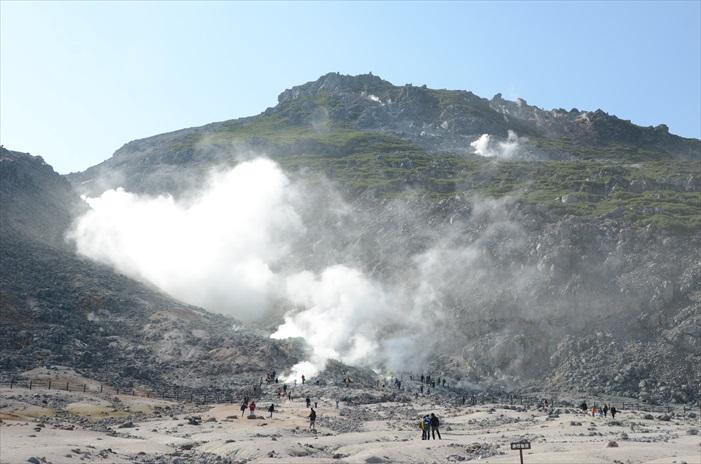一直喷发硫磺的硫磺山非常有看头。