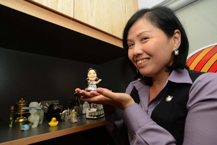 蘋果旅遊有限公司高级经理邓丽君在2013年台湾世博会,买了个自己同姓名的邓丽君模型。