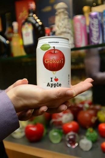 """""""蘋果人""""的习惯,就饿市区到世界各地,都会买跟苹果有关的纪念品。"""