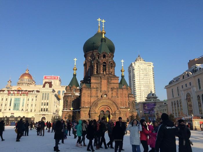 由于哈尔滨与俄罗斯接壤,建筑风格也受到俄罗斯影响。图为哈尔滨的圣索菲亚教堂。