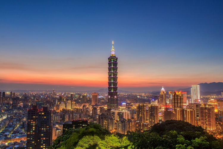 最后一天自由行,选择花半小时登上象山步道,拍摄台北101夜景,结束这趟比赛旅程。