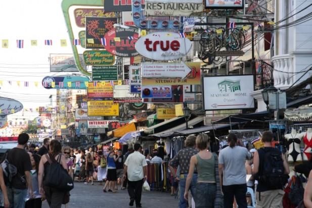需多加警惕的地方主要是旅游区。图为Khao Sarn区。