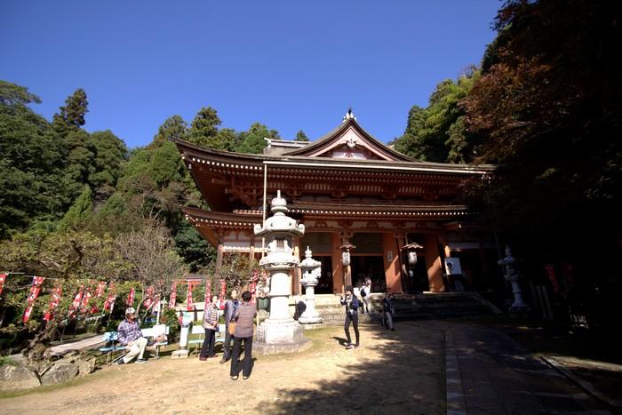 在江户时代,因为落雷,三重塔全被烧毁。现在所见是于2000年根据建浅井郡志古文书所描述重建的。