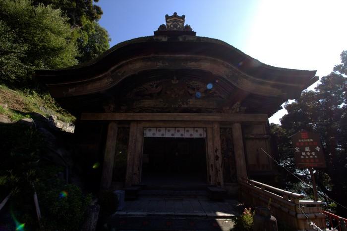 """宝严寺观音堂入处""""唐门""""被列为囯宝。"""