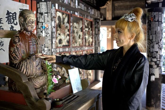 一入唐门,即发现一尊菩萨。据说,若你身体某部分有病痛,可抚摸菩萨相对的地方以祈求康复。