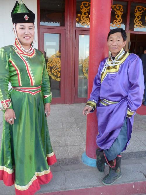蒙古传统服装