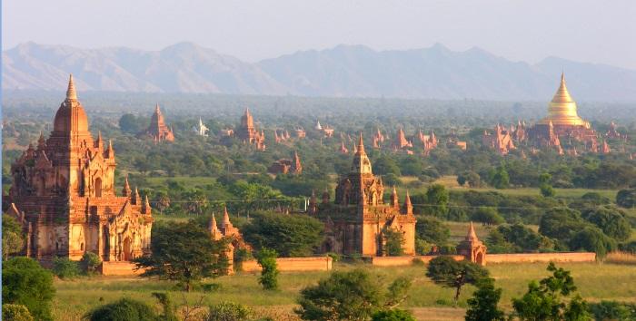 万塔之城-- 蒲甘 (Bagan),佛教信仰扎根的土地。