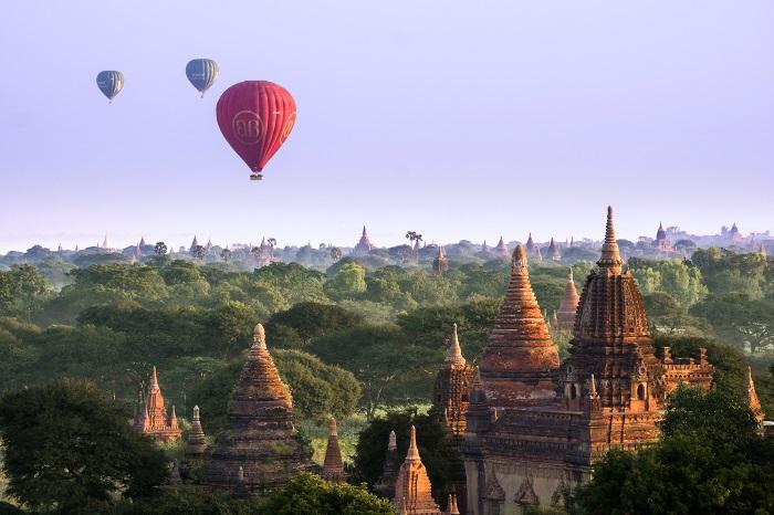 想要一睹蒲甘万塔之景,乘坐热气球是欣赏蒲甘美景的最佳方式,特别是日出及日落时段。