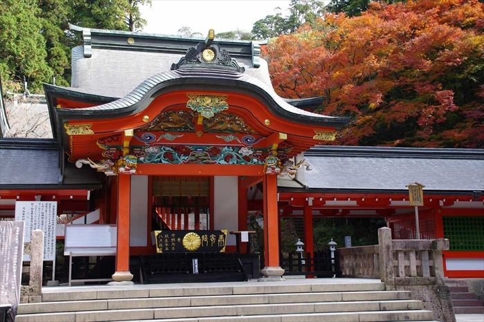 雾岛神宫是一座神道教神社,主要祭祀创造日本神话的琼琼杵命。这庄严美丽的建筑物被森林围拢,而且是重要文化遗产。