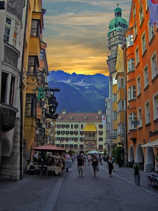 集合了山景、特殊建筑群,夕阳与挚爱走在这里,浪漫到不行!