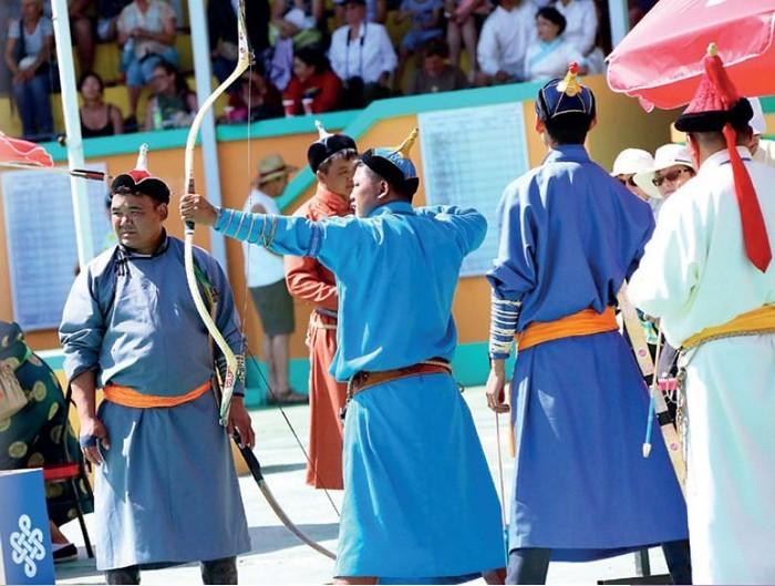 射箭是那达慕节庆的重点比赛。