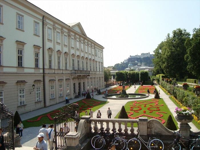 典型的欧式庭院造景,优美典雅。