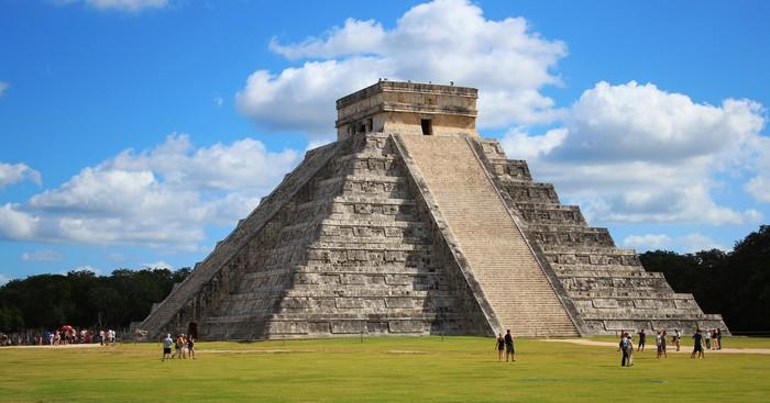 到奇琴伊察(Chichen Itza)探访古玛雅金字塔。