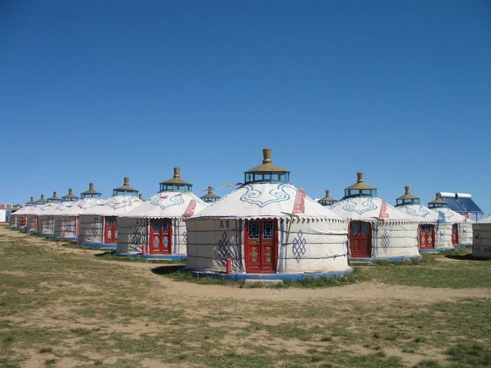 希拉穆仁草原上的蒙古包