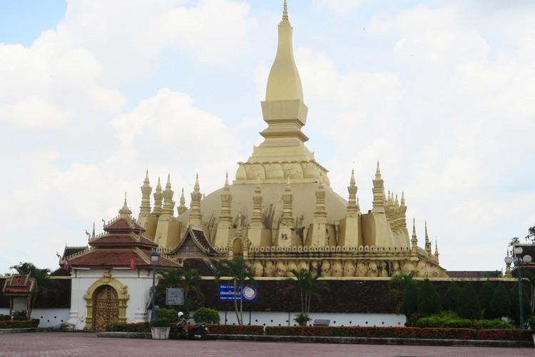 老挝万象市的庙宇塔楼是主要名胜古迹。